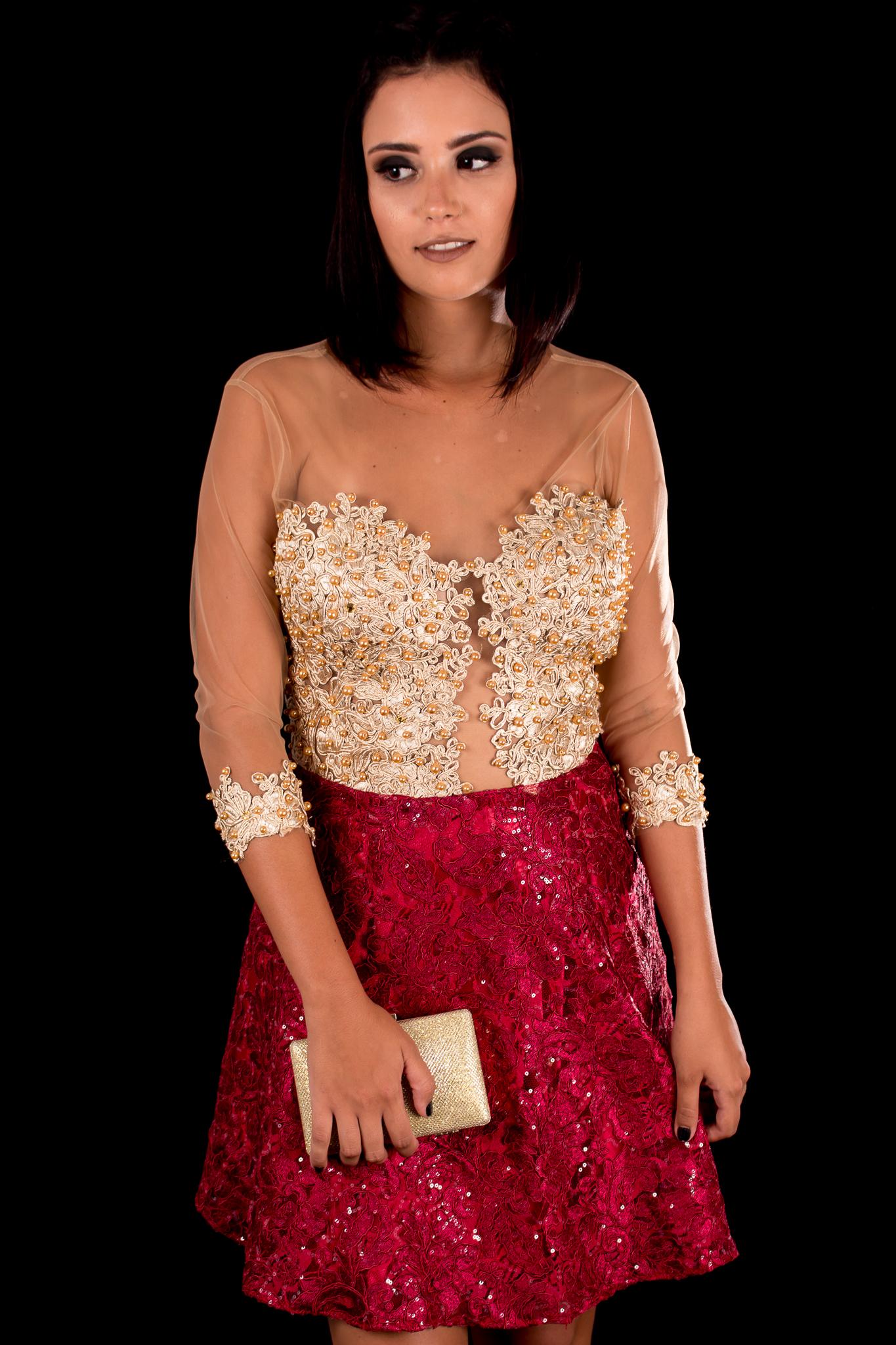 3f2492226e Vestido Curto Dourado com Marsala Mangas Longas Bordadas – Aluguel ...