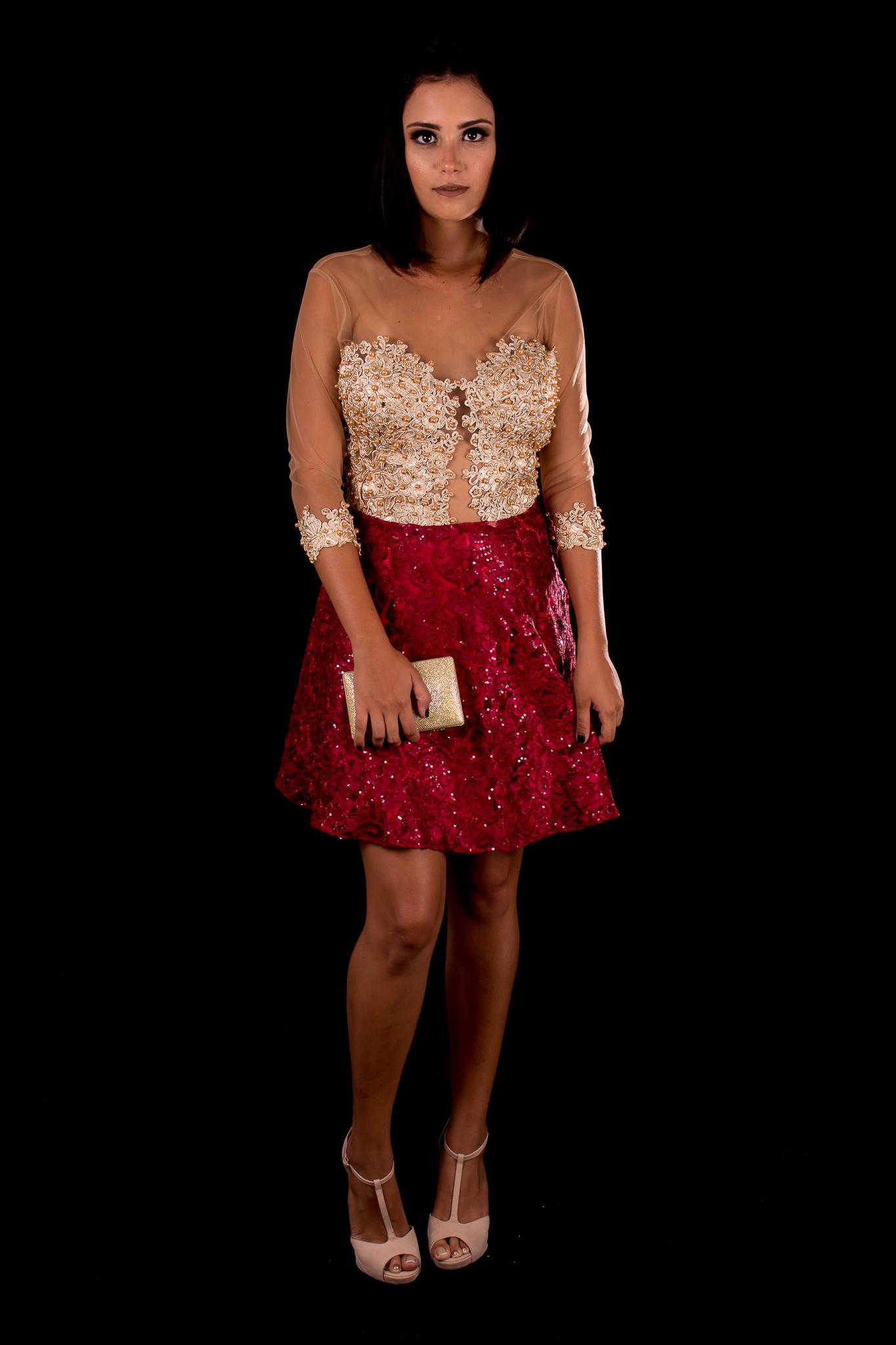 83c304c9a6 Vestido Curto Dourado com Marsala Mangas Longas Bordadas – Aluguel de  Vestidos de Festa RJ