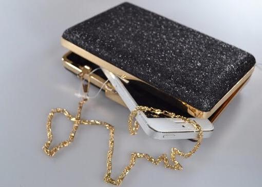 d06a561d6 Clutch preta com detalhes dourados – Aluguel de Vestidos de Festa RJ ...