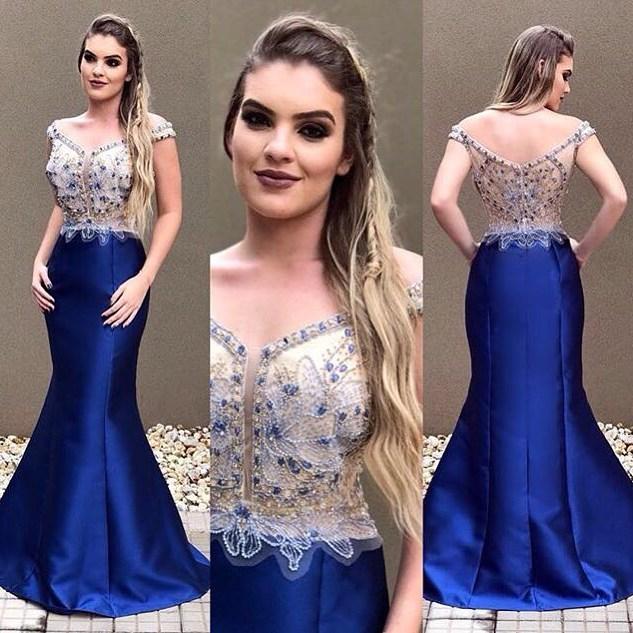 Vestido azul bordado de festa